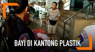 Warga desa menemukan seorang bayi baru lahir berjenis kelamin perempuan di dalam kantong plastik di Chonbori, Thailand.