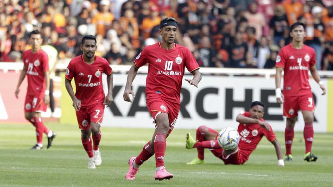 Gelandang Persija Jakarta, Bruno Matos, menggiring bola saat melawan Becamex Binh Duong pada laga Piala AFC di SUGBK, Jakarta, Selasa (26/2). Kedua klub bermain imbang 0-0. (Bola.com/M. Iqbal Ichsan)