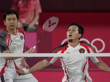 Pertandingan semifinal bulu tangkis ganda putra berlangsung antara Mohammad Ahsan dan Hendra Setiawan melawan Lee Yang dan Wang Chi-Lin dari Chinese Taipei. Ahsan/Hendra diunggulkan secara peringkat, namun Lee/Wang berhasil memenang di pertemuan terakhir mereka. (Foto: AP/Dita Alangkara)