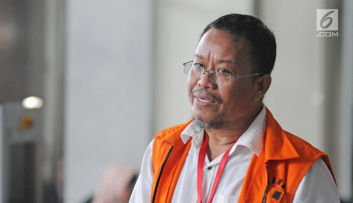Tersangka penerima dugaan suap anggota DPRD Provinsi Jambi, Supriyono berada di Gedung KPK untuk menjalani pemeriksaan, Jumat (9/2). (Liputan6.com/Herman Zakharai)