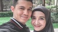 Zaskia mengaku bahwa mengurangi kegiatannya tersebut merupakan salah satu menepati janjinya terhadap suami. Pada Ramadan tahun lalu, ia kesulitan meluangkan waktu bersama suaminya, Irwansyah. (Instagram/zaskiasungkar15)
