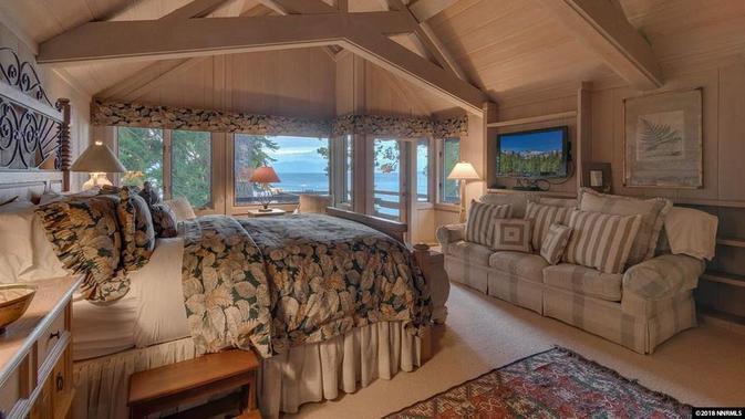 Kamar tidur rumah Mark Zuckerberg di tepi Danau Tahoe. Dok: Tahoe Luxury Properties