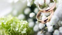 Agar kondisi cincin pernikahan Anda tetap terjaga dan terawat dengan baik, intip tips jitu berikut ini. (Foto: istockphoto.com)