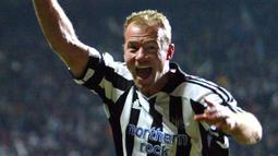 Alan Shearer (260 gol) - Legenda Newcastle United ini menjadi pencetak gol terbanyak dalam sejarah Premier League. Shearer berkarier di Premier League dari tahun 1992 hingga 2006. (AFP/Steve Parkin)