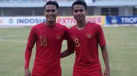 Dua pemain PSS saat membela Timnas Indonesia U-22 di Trofeo Hamengkubuwono X 2019, Sidik Saimima (kiri) dan Irkham Zahrul Mila. (Bola.com/Vincentius Atmaja)