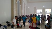 Ribuan ASN Batam dikerahkan bersihkan Masjid kebanggaan warga Batam. (foto: Liputan6.com/ajang nurdin)