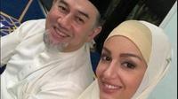 Oksana Vaevodina memakai hijab saat berfoto dengan sang suami. (dok. Facebook @Ezzat Tahir/https://www.facebook.com/photo.php?fbid=2307528842654080&set=pb.100001909618395.-2207520000.1543212235.&type=3&theater/Henry