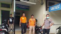 Kapolres Kota Tasikmalaya AKBP Anom Karibianto, saat mendatangi kamar mayat RSUD Soekardjo, Tasikmalaya, Selasa (28/1/2020) (Liputan6.com/Jayadi Supriadin)