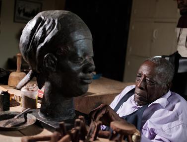 Mengunjungi Studio Pembuat Patung Terkemuka Asal Kenya