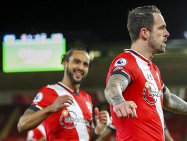 Penyerang Southampton, Danny Ings, melakukan selebrasi usai mencetak gol ke gawang Liverpool pada laga Liga Inggris di Stadion St Mary's, Selasa (05/01/2021). Liverpool takluk 1-0 dari Southampton. (AP/Noami Baker,Pool)