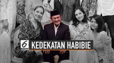 BJ Habibie adalah negarawan yang biografinya telah diangkat dalam beberapa film. BJ Habibie dikenal dekat dengan aktor yang memerankan dirinya.