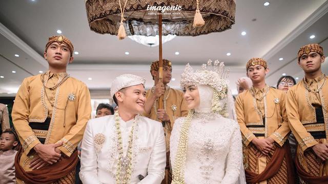 7 Potret Prosesi Adat Sunda Di Pernikahan Citra Kirana Dan