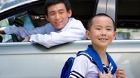 Kegiatan mengantar sekolah memang menjadi salah satu aktivitas rutin setiap orang tua. Ilustrasi: Corbis.com