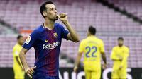 7. Sergio Busquets - Aktingnya yang pura-pura cedera saat Barcelona kontra Inter Milan pada 2010 itu membuatnya diberi gelar raja diving. Meme adegan ci-luk-ba pun menjadi viral dan melekat di gelandang Spanyol ini. (AFP/Jose Jordan)