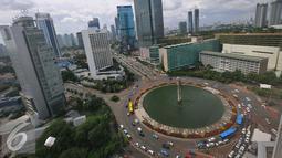 Suasana gedung bertingkat di kawasan Bundaran HI, Jakarta, Rabu (21/12).  Hingga Desember awal ini penerimaan pajak sebesar 71 persen dari targetnya yang tertuang dalam APBNP sebesar Rp 1.355,2 triliun. (Liputan6.com/Angga Yuniar)