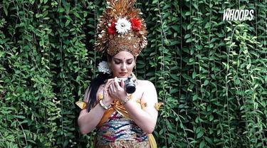 Wajah timur tengah pramugari Raja Salman dalam busana tradisional Bali yang dipakai mempesona para pekerja spa.