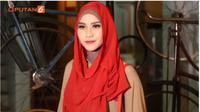 Tampil Modis dengan Hijab Semi Formal di Ala Zaskia Adya Mecca. foto screenshot vidio.com