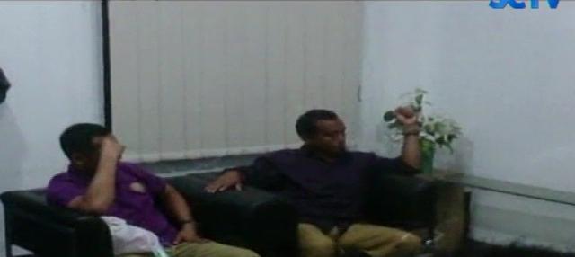 Tasdi ditangkap dengan seorang ajudan, dan Kabag Lelang Pemkab Purbalingga, Hadi Siswanto.