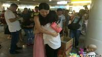 Wanita penjual jasa pelukan yang sedang banyak dibicarakan di China. (Shanghaiist)