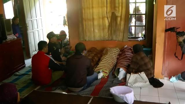 Satu keluarga di desa Cipelah Kabupaten Bandung tewas tertimbun longsor, ketiganya tengah terlelap saat bencana tersebut terjadi