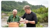 Chef Gordon Ramsay Belajar Masak Rendang Padang dari William Wongso. (dok.Twitter @kih_yun/https://twitter.com/kih_yun/status/1264387569539641347/Henry)