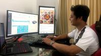 Akhmad Ghofarudin Kurniawan (23), pemuda asal Surabaya, Jawa Timur ini menciptakan platform untuk membantu UMKM go digital.