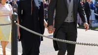 Mantan pemain sepak bola Inggris, David Beckham dan sang istri Victoria Beckham saat menghadiri pernikahan Pangeran Harry dan Meghan Markle di St. George's Chapel, Kastil Windsor, Inggris, Sabtu (19/5). (GARETH FULLER/POOL/AFP)