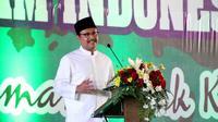 Gus Ipul saat memberikan Sambutan dalam pembukaan Kongres ke - 3 Asosiasi Guru Pendidikan Agama Islam Indonesia (AGPAII) di JX International Convention Center Surabaya, Sabtu (2/11/2017). (Liputan6.com/Dian Kurniawan)