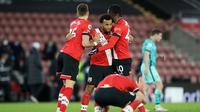 Para pemain Southampton merayakan keberhasilan mengalahkan Liverpool dengan skor 1-0 pada laga lanjutan Premier League musim ini, Selasa (05/01/2021) dini hari WIB. (AFP)