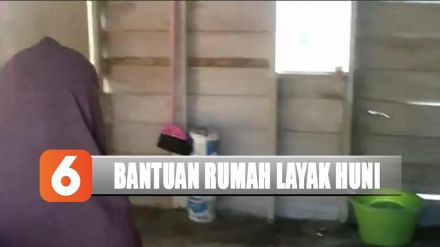 YPP SCTV-Indosiar menyalurkan bantuan dari pemirsa ke lansia yang tidak memiliki rumah layak huni.