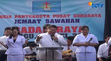 Novi salah satu jemaat Gereja Pantekosta Pusat Surabaya menyatakan kondisi saat ini lebih tenang meski diselimuti duka meninggalnya sejumlah jemaat akibat ledakan bom minggu lalu.
