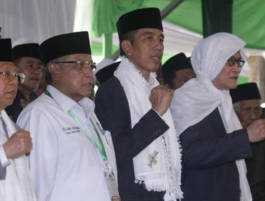Kenakan Sorban Putih, Jokowi Hadiri Munas PBNU di Banjar