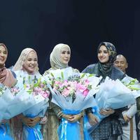 Wardah Fashion Journey bersama 4 desainer modest wear kenamaan tanah air di panggung Muffest 2020. Sumber foto: Document/Wardah.
