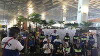 Para peserta Asian Para Games 2018 berfoto bersama di Bandara Soekarno-Hatta, Tangerang, Banteng, sebelum kembali ke negaranya. (foto: Inapgoc)