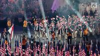 Kontingen Indonesia tampil berbusana jas pada parade atlet pembukaan SEA Games 2017 di Stadion Bukit Jalil, Kuala Lumpur, Malaysia, Sabtu (19/8). (Liputan6.com/Faizal Fanani)