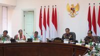 Presiden Joko Widodo atau Jokowi menggelar rapat terbatas mengenai KTT ASEAN di Istana, Rabu (19/6/2019). (Liputan6.com/ Lizsa Egeham)