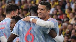 Perlahan Manchester United mulai menguasai jalannya pertandingan. Pada menit ke-13 Setan Merah unggul 1-0 melalui Cristiano Ronaldo. Sepakannya usai menerima umpan Bruno Fernandes sukses menembus gawang David von Ballmoos meski sempat membentur kaki sang kiper. (Foto: AFP/Sebastien Bozon)