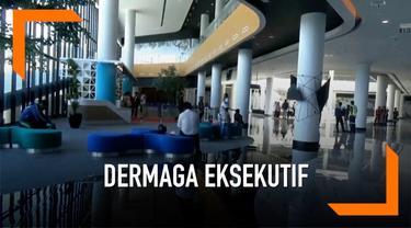 Bagi penumpang pejalan kaki, salah satu keuntungan dermaga eksekutif Pelabuhan Merak yakni tidak perlu berjalan ratusan meter, karena dermaga eksekutif berada tepat di belakang Terminal Terpadu Merak.