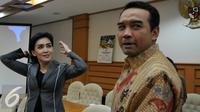 Anggota DPR-RI dari Partai PDI Perjuangan Rieke DIah Pitaloka usai melakukan rapat tertutup mengenai Ketua Panitia Khusus Pelindo II, Jakarta, Kamis (15/10/2015).  Rieke terpilih sebagai ketua Panitia Khusus Pelindo II. (Liputan6.com/JohanTallo)