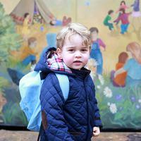 Ini saat Pangeran George masuk sekolah di Westacre Montessori School. (REX/Shutterstock/HollywoodLife)