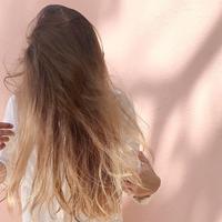 Pakai dry shampoo bisa sia-sia jika cara pengaplikasiannya salah, lho. (Foto: pexels.com)