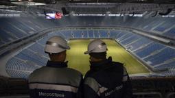 Stadion ini didesain oleh Arsitek Jepang Kisho Kurokawa yang mengusung konsep pesawat ruang angkasa dan merupakan modifikasi dari Stadion Toyota di Jepang. Pembangunan stadion ini selesai pada tahun 2017 dan disiapkan untuk Piala Konfederasi 2017 dan Piala Dunia 2018. (AFP/Olga Maltseva)