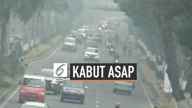 Kabut asap mengganggu aktivitas warga Ibu Kota Riau Pekanbaru, warga mengurangi aktivitas di luar rumah. Meski dikelas murid-murid menggunakan masker. Banyak Warga menderita ISPA akibat kabut asap.
