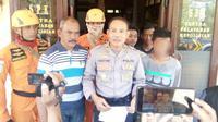 Pelajar, warga Kelurahan Antirogo Kecamatan Sumbersari, ditemukan dalam kondisi linglung usai hilang di hutan perkebunan Dusun Durjo Desa Karang Pring, Jember. (Liputan6.com/Dian Kurniawan)