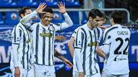 Cristiano Ronaldo berhasil menorehkan hattrick saat Juventus menang 3-1 atas Cagliari pada laga pekan ke-27 Serie A di Sardegna Arena, Senin (15/3/2021) dini hari WIB. (AFP/Alberto Pizzoli)