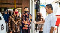 Universitas Negeri Surabaya (Unesa) bersilaturahmi ke rumah mahasiswa baru yang ikuti PKKMB secara online.(Foto: Dok Istimewa)