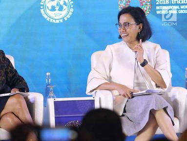 Menkeu Sri Mulyani (kanan) dan Managing Director IMF Christine Lagarde saat menjadi pembicara dalam pertemuan tahunan IMF-Bank Dunia 2018 di Bali, Selasa (9/10). Pertemuan bertema 'Empowering Women In The Workplace'. (Liputan6.com/Angga Yuniar)