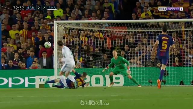 Barcelona berhasil bertahan setelah kehilangan Sergi Roberto di babak pertama dan kebobolan gol Gareth Bale untuk membuat Real Mad...