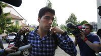 Pesepakbola Uruguay, Luis Suarez, mengajukan banding atas larangan empat bulan dari semua kegiatan berhubungan dengan sepak bola ke Pengadilan Arbitrasi Olahraga (CAS), di Lausanne, Swiss, (8/8/2014). (REUTERS/Denis Balibouse)