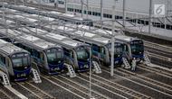 Sejumlah kereta Mass Rapid Transit (MRT) berjajar di Depo MRT Lebak Bulus, Jakarta, Rabu (20/2). MRT Jakarta akan segera dioperasikan pada Maret 2019. (Liputan6.com/Faizal Fanani)